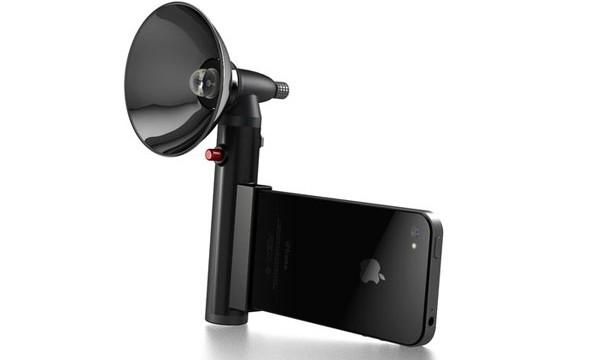Tech ::: the Paparazzo iPhone Flash