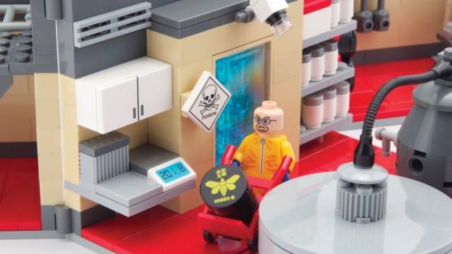 Superlab Playset :: Breaking Bad LEGO Kit by Citizen Brick
